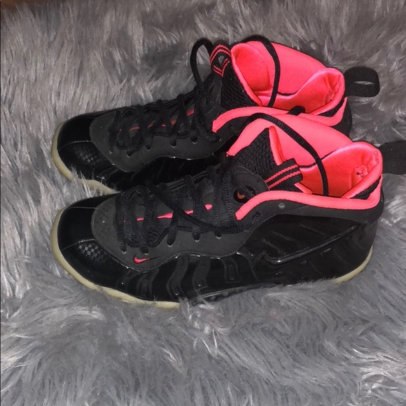 sports shoes 61e54 88579 Yeezy foamposite. Size 5 YOUTH. Worn once.